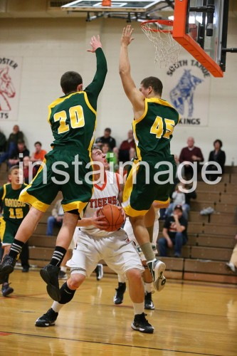 130115_Douglas_instaimage_Boys Basketball_Hunter Meyers_1