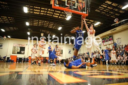 130212_Douglas_instaimage_Boys Basketball_Battle3