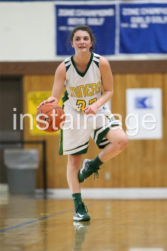 130215_Manogue_instaimage_Girls Basketball_Stand