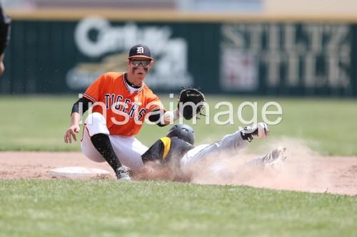 130406_Douglas High Baseball vs Galena High_Play at Second 2