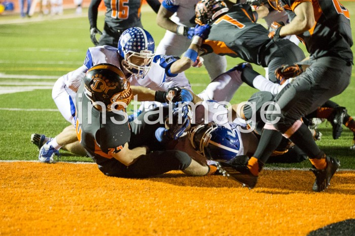 131101_instaimage_Carson High Football_Joey Touchdown